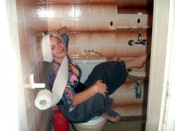 Смотреть как ебут в туалете угар!!!