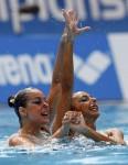 Мелис Онер и Туге Танис (Melis Oner and Tugce Tanis) из Турции. Выступление пар на чемпионате Европы по синхронному плаванию в Будапеште, 5 августа 2010 года.
