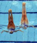 Оливия Аллисон и Дженна Рэндалл (Olivia Allison and Jenna Randall) из Великобритании. Выступление пар на чемпионате Европы по синхронному плаванию в Будапеште, 5 августа 2010 года.