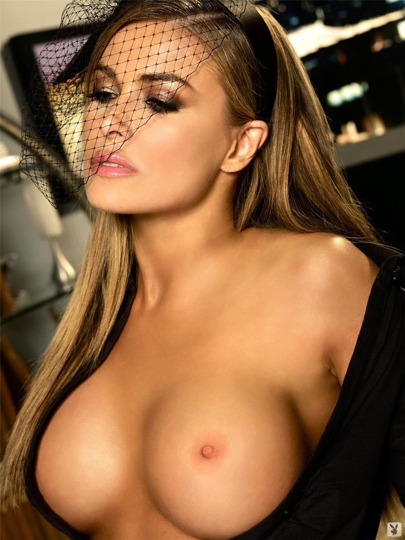 carmen-electra-nude-pics