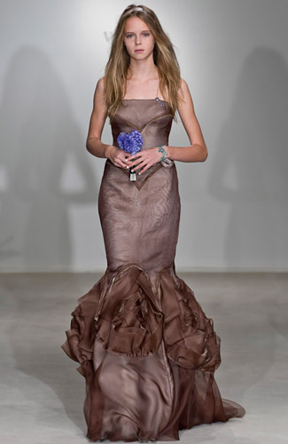 ...модных и красивых, белоснежных платьев от ведущих дизайнеров 2009...