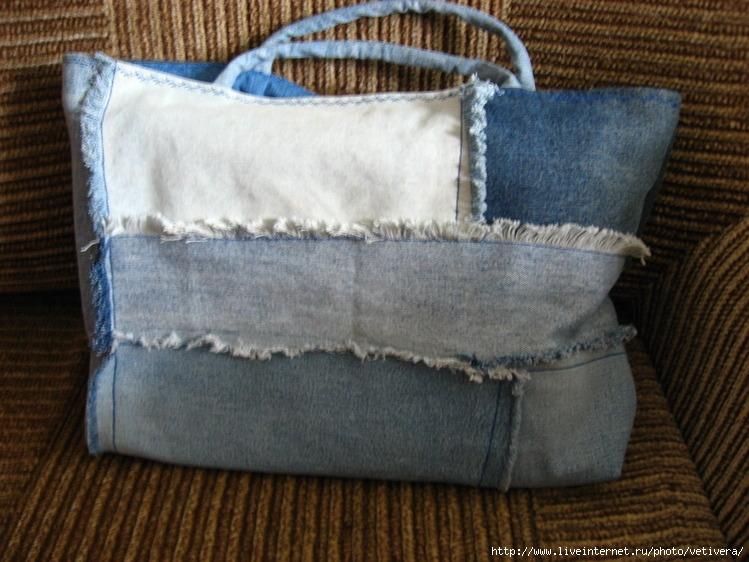 Я из старых джинсов сшила вот такую хозяйственную сумку, теперь хожу с.