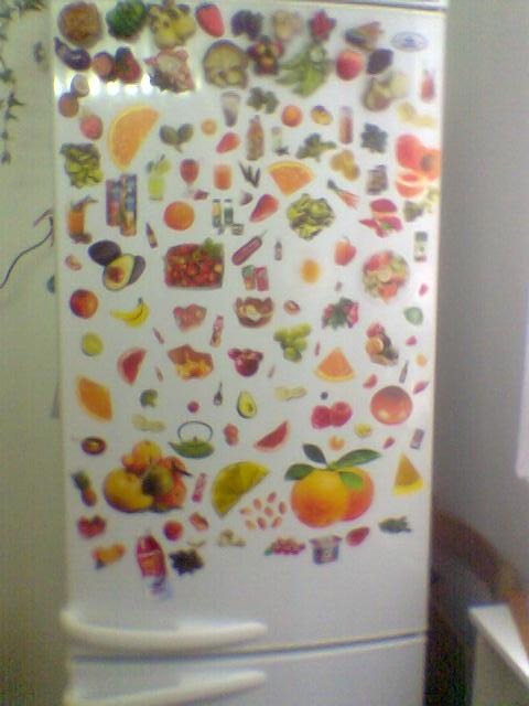 """Это мой холодильник.  Украшение типа  """"ДЕКУПАЖ """".  Вырезки из журналов..."""