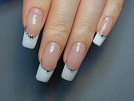 Маникюр и роспись на ногтях.