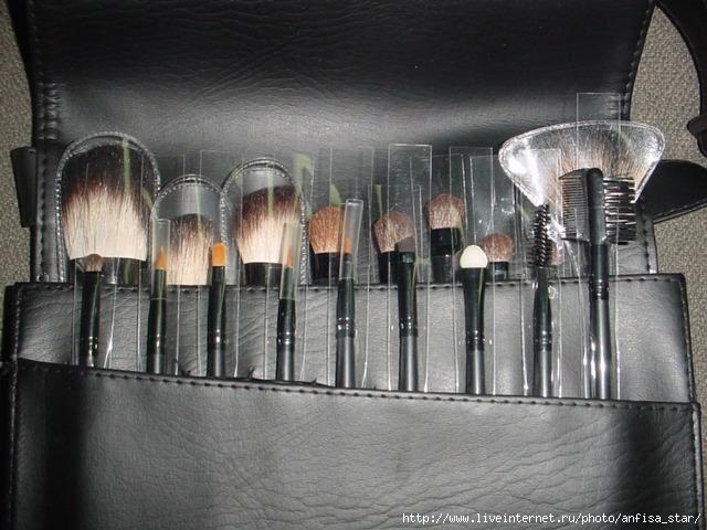 Профессиональные кисти для визажа 18шт-натур ворс+сумка-5000р