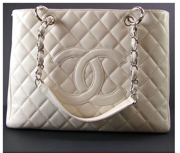 Куплю сумку такую Шанель, желательно оригинал, очень желательно.