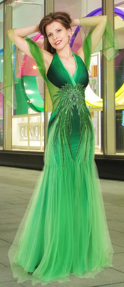 08**135 Вечернее платье из натурального шёлка и сетки с палантином...