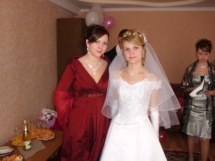 На свадьбе подруги 08.11.  Это она уже одета и накрашена, а сколько мы...