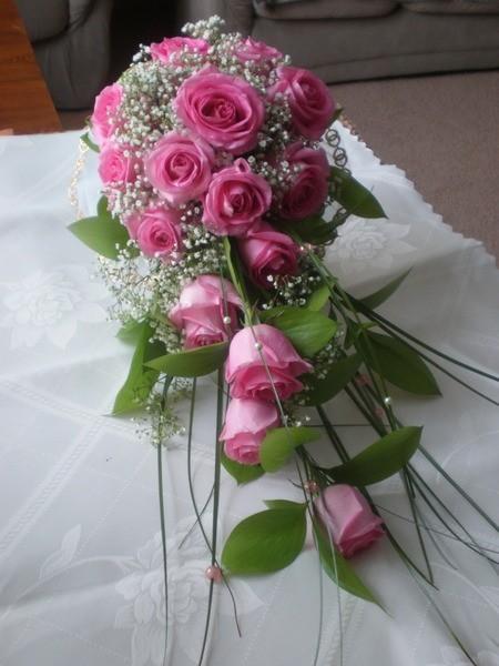 Цветы, свадебный букет из розовых роз каскад