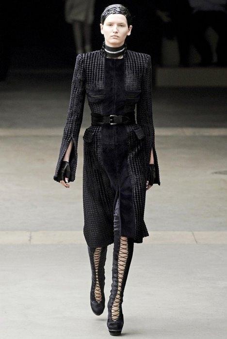 Paris Fashion Week: Alexander McQueen, осень-зима 2011/2012.
