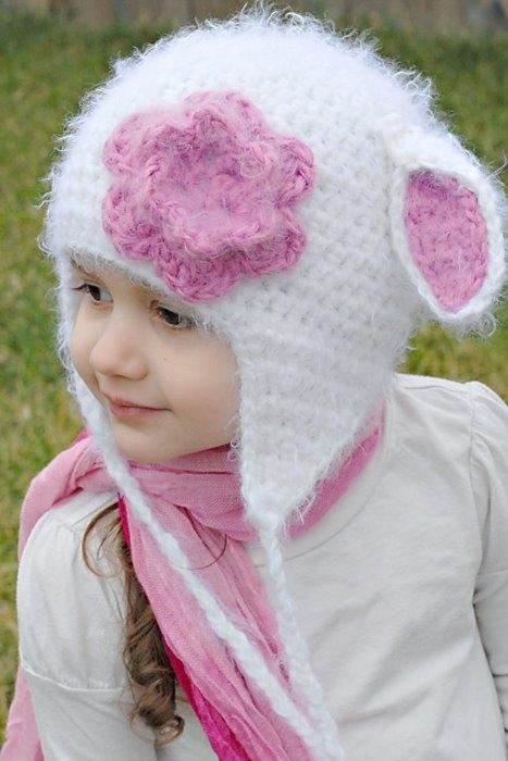 Предлагаю оптом прикольные детские шапки, носочки с подошвой.