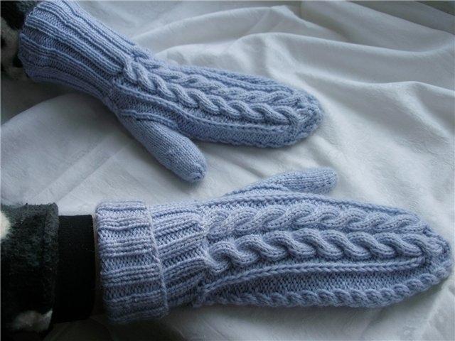 Теплые и очень уютные. схема вязания мужских варежек с косами.