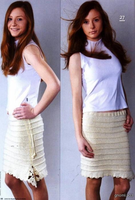 крупное фото вязаной спицами юбки.