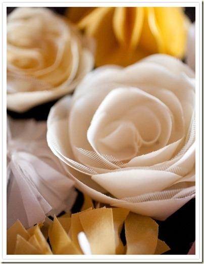 Вот очередной цветок из ткани...сколько же их , не счесть.