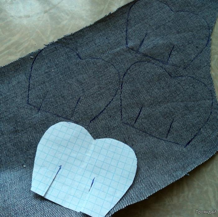 Джинсовая роза: 3. Выкраиваем детальки по косой.