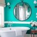Если ванная комната выполнена в белом цвете, её прекрасно можно украсить...