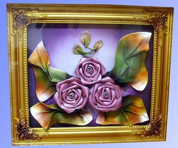 Картина из кожи Три фиолетовые розы 32 х 37 см.