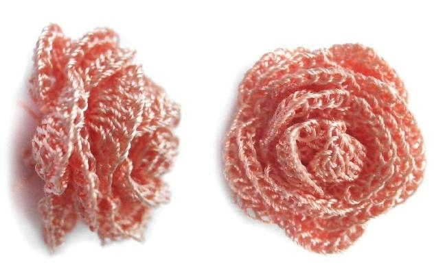 очень красивые объемные цветы крючком.  Вязаный цветок Такой красивый.